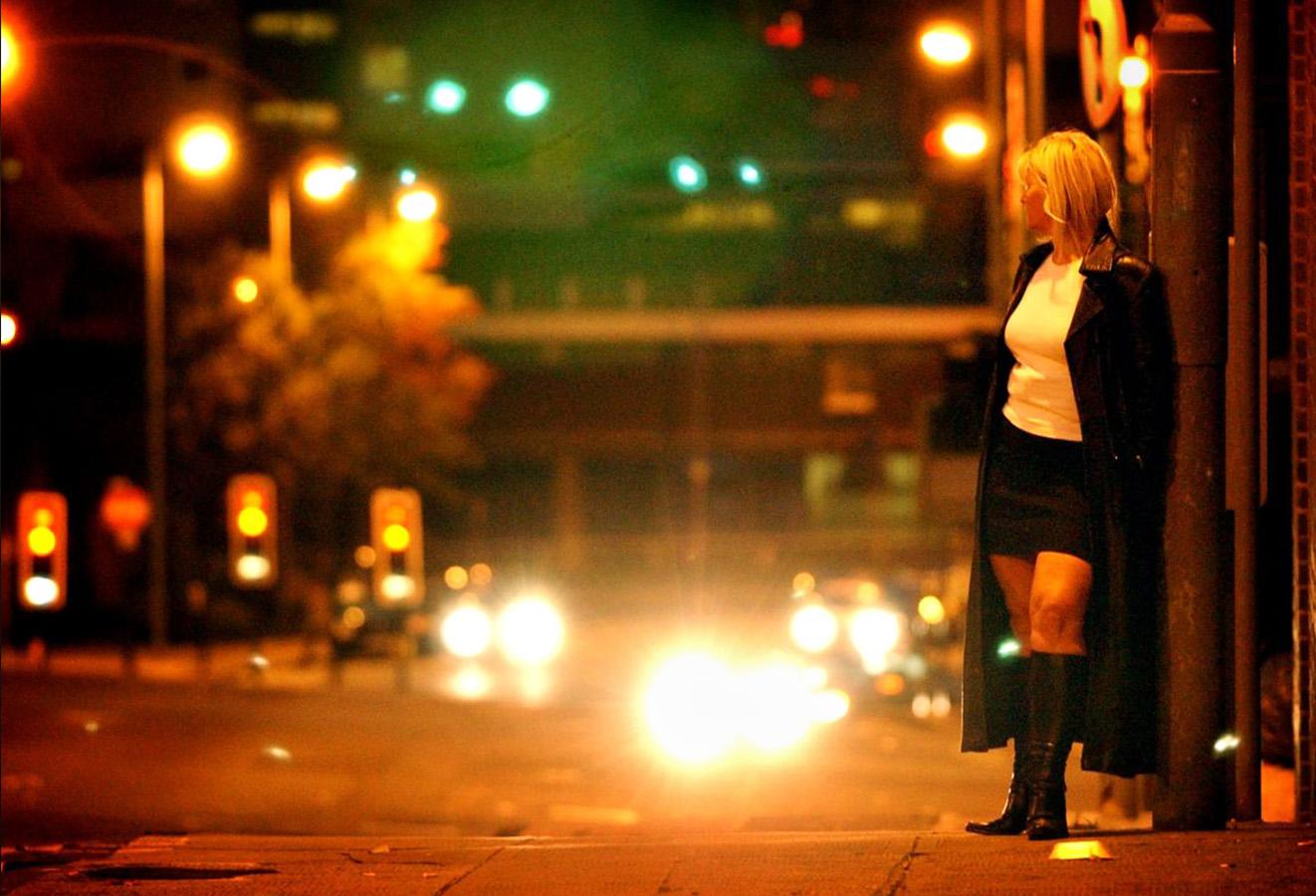 проститутка на ночной улице